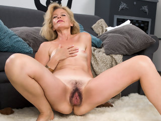 Diana Gold all round Mature Beauty - Anilos